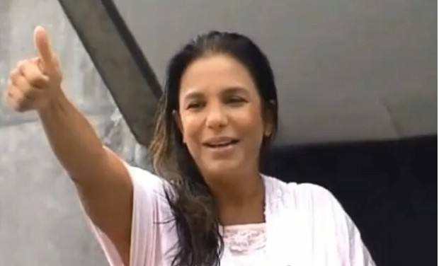 Ivete Sangalo na varanda do hospital onde deu à luz  (Foto: reprodução)