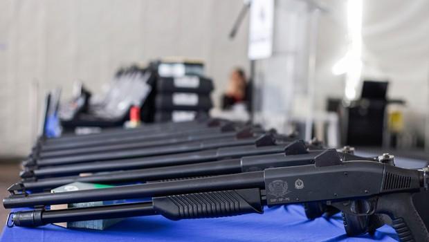 As 7.992 novas pistolas e espingardas compradas pelo governo de SP reforçam o armamento da Polícia Civil em investimento de R$ 14,1 milhões (Foto: Daniel Guimarães/SSSP)