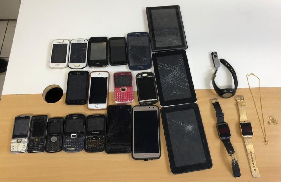 Material foi encontrado com o suspeito e levado à sede da 12ª Delegacia Territorial, em Itapuã — Foto: Divulgação/Polícia Civil