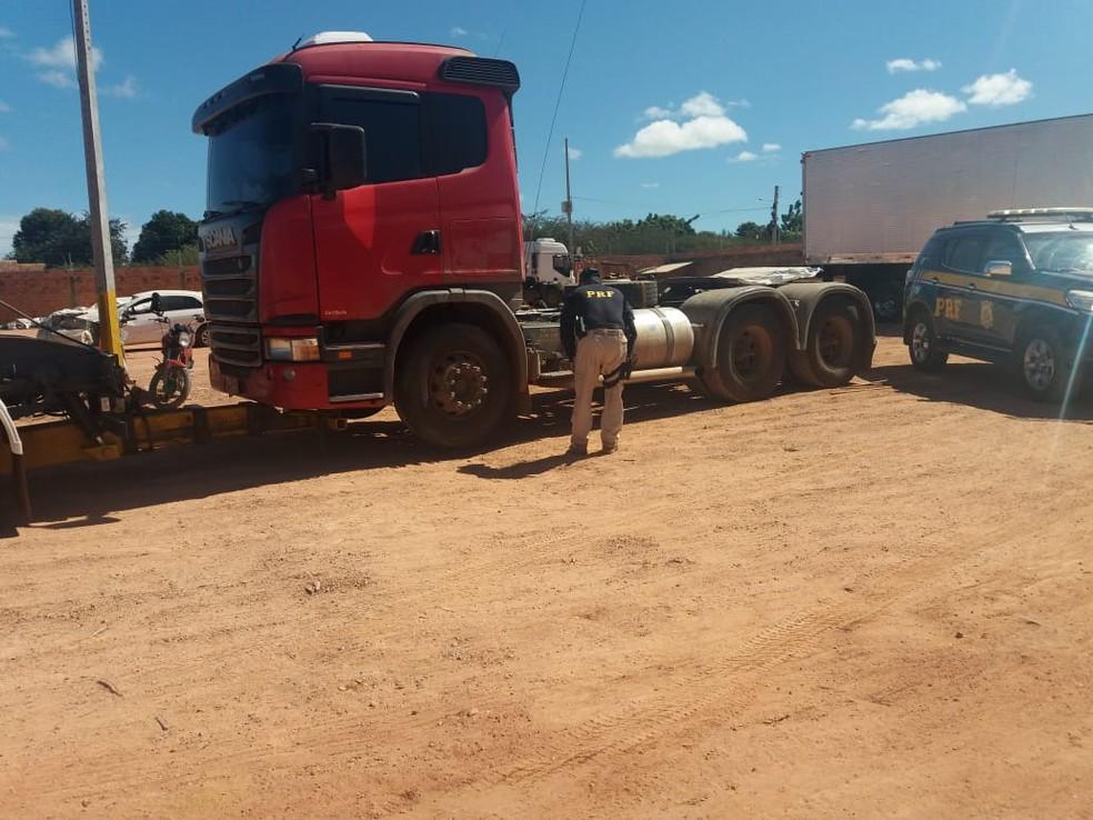 Veículo roubado na Bahia foi encaminhado para a Delegacia de Bom Jesus — Foto: Divulgação/PRF