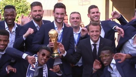 Franceses são incansáveis na comemoração do título da Copa em Paris