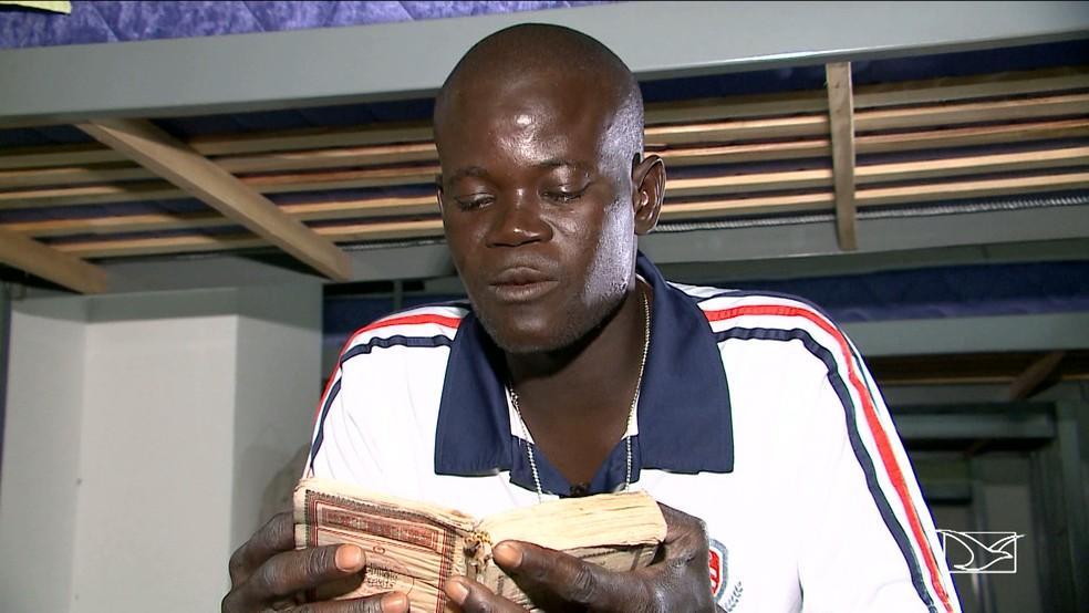 Madiop Thioune contou que veio ao Brasil em busca de trabalho (Foto: Reprodução/TV Mirante)
