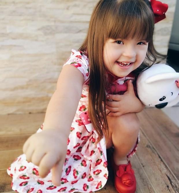 Maria Rita, 4, é espontânea, alegre e ama tirar fotos (Foto: Arquivo pessoal)