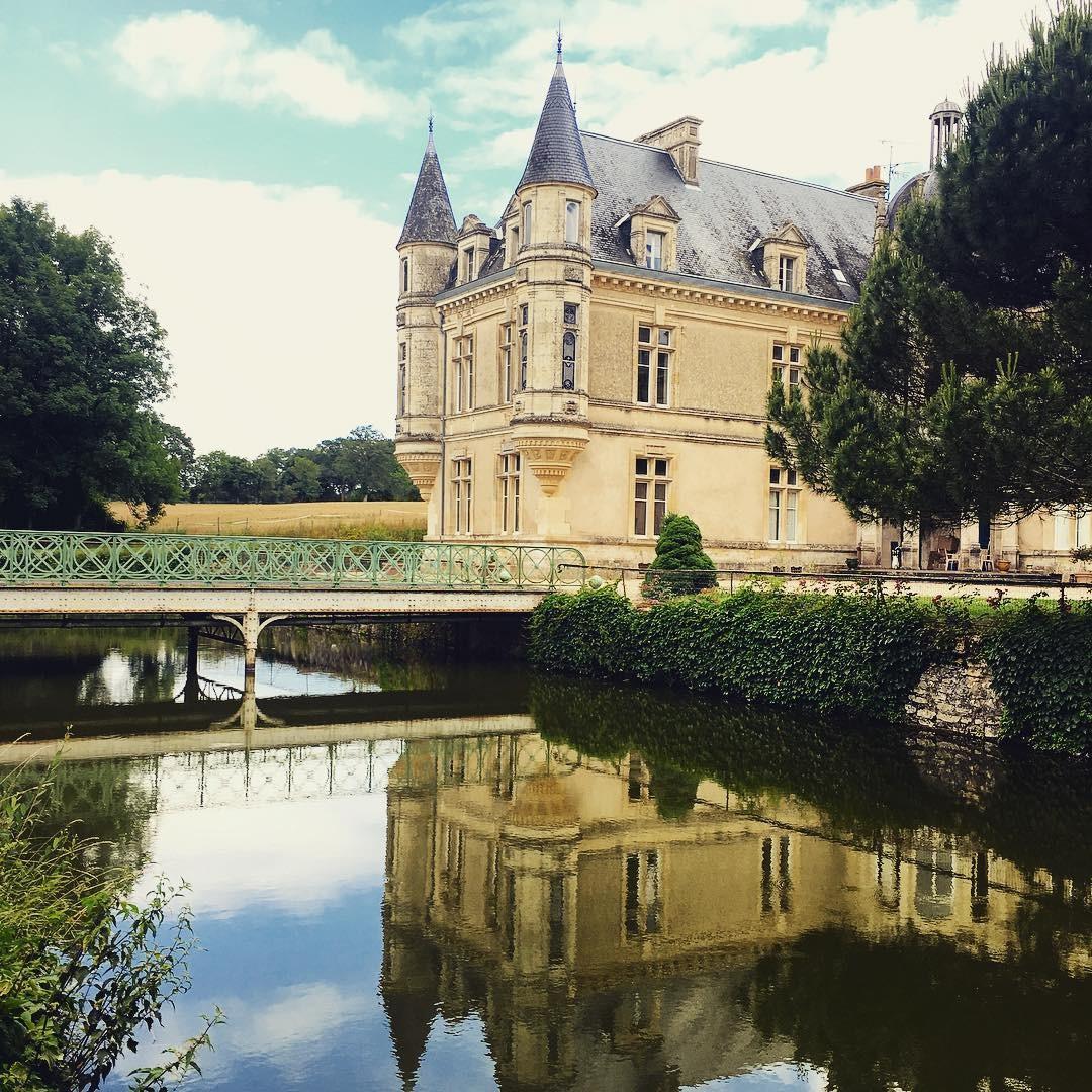 """Castelo comprado por casal de 31 anos será reformado para viver uma """"casa de férias"""" (Foto: Reprodução / Instagram)"""