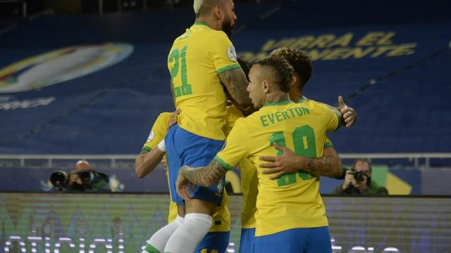 Brasil vira contra a Colômbia no fim