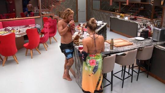 Alan e Paula comem a gelatina que Rízia fez