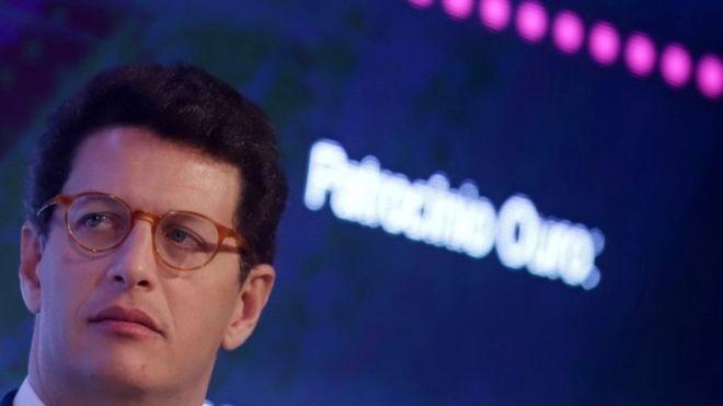 Em entrevista à BBC News Brasil, ministro do Meio Ambiente, Ricardo Salles, disse que auxilio de países ricos e bem-vindo, mas destacou que governo quer ter autonomia para decidir como usar o dinheiro (Foto: REUTERS/RAHEL PATATRASSO, via BBC News Brasil)