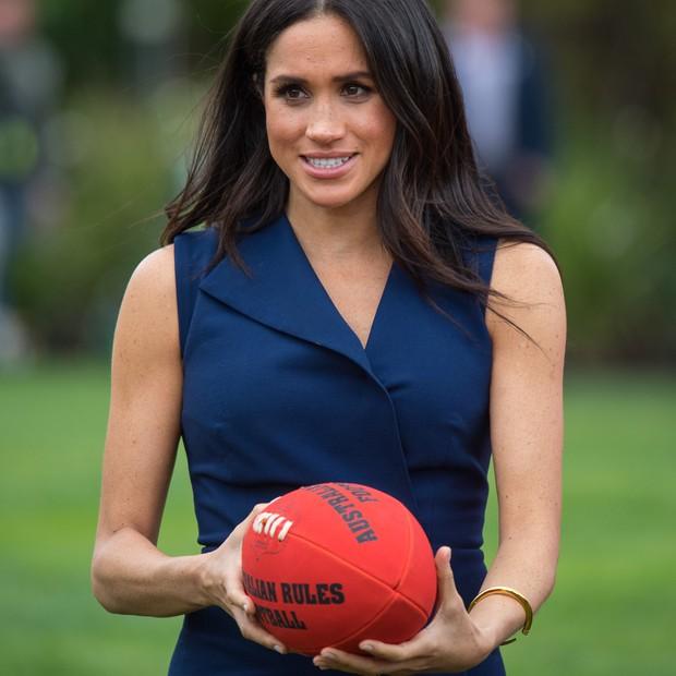 Meghan Markle pratica futebol australiano (Foto: Getty Images)