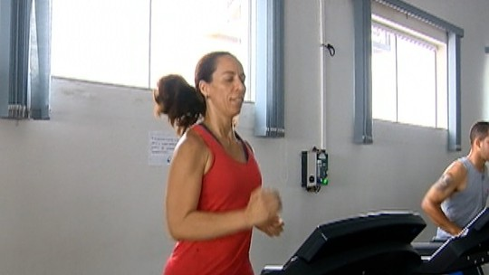Cabeleireira deixa o sedentarismo, perde 33kg e se torna competidora no atletismo