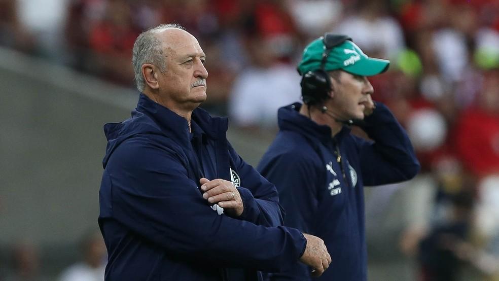 Felipão e Paulo Turra, treinador e auxiliar do Palmeiras, no jogo contra o Flamengo — Foto: Cesar Greco/Palmeiras