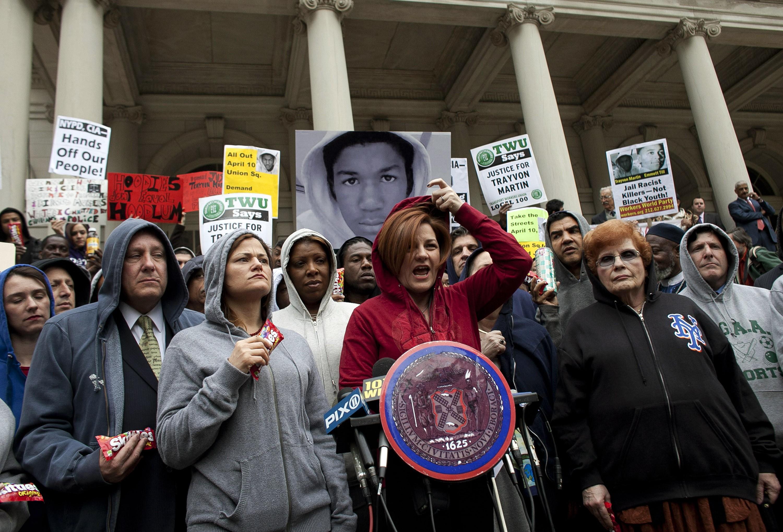 Uma manifestação nos Estados Unidos em seguida ao assassinato de Treyvon Martin (Foto: Getty Images)