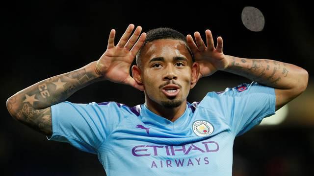 Gabriel Jesus comemora o seu gol na vitória do Manchester City sobre o Shakhtar Donetsk