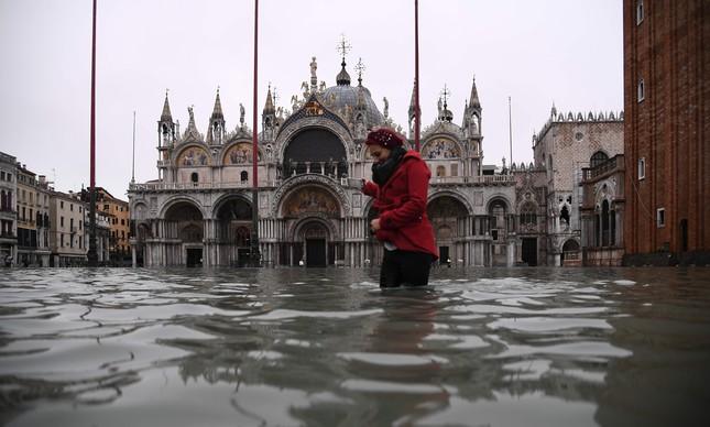 Nível da água passou da altura dos joelhos na última quarta-feira, em Veneza