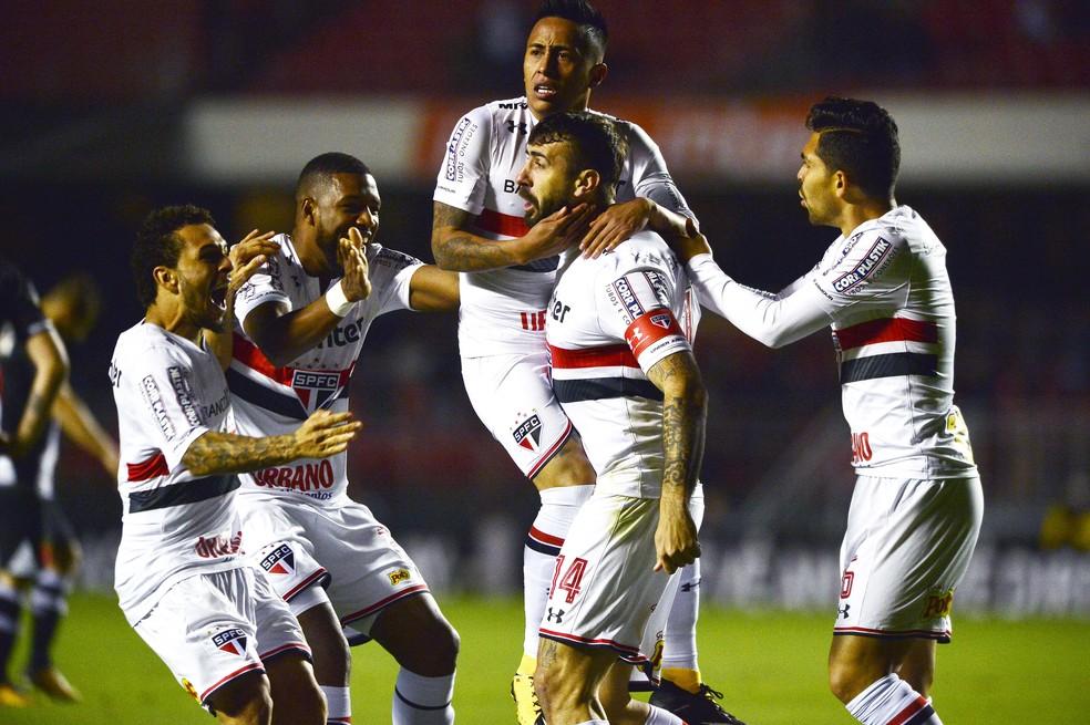 Palmeiras, em crise, encara o desesperado São Paulo no Allianz Parque