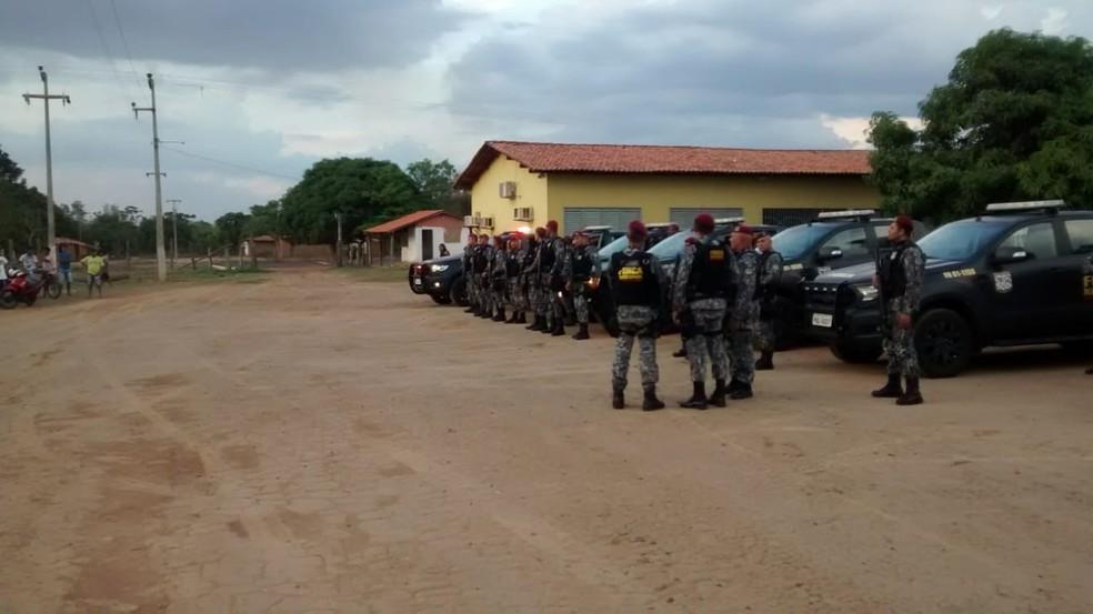 Tropas da Força Nacional chegam a Terra Indígenas Cana Brava, em Jenipapo dos Vieiras — Foto: Erisvaldo Santos