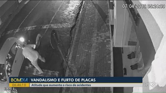 Vândalos roubam placas de sinalização em Guarapuava