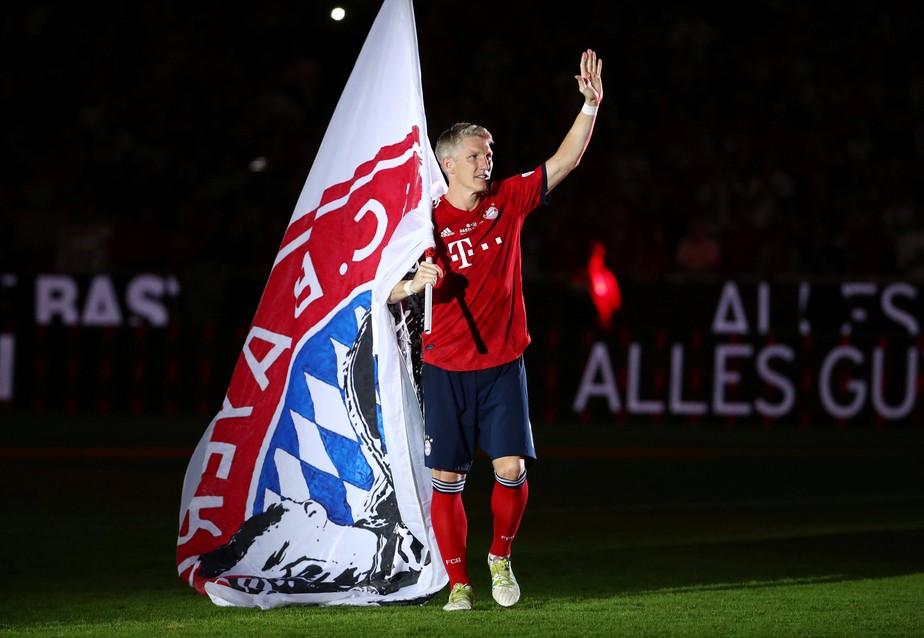 "Aos 35 anos, Bastian Schweinsteiger anuncia aposentadoria dos gramados: ""chegou a hora"""