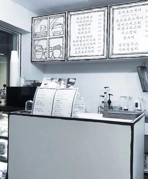 Os utensílios do balcão também são em preto e branco para deixar a sensação de estar dentro de um desenho ainda mais real (Foto: Instagram/ Reprodução)