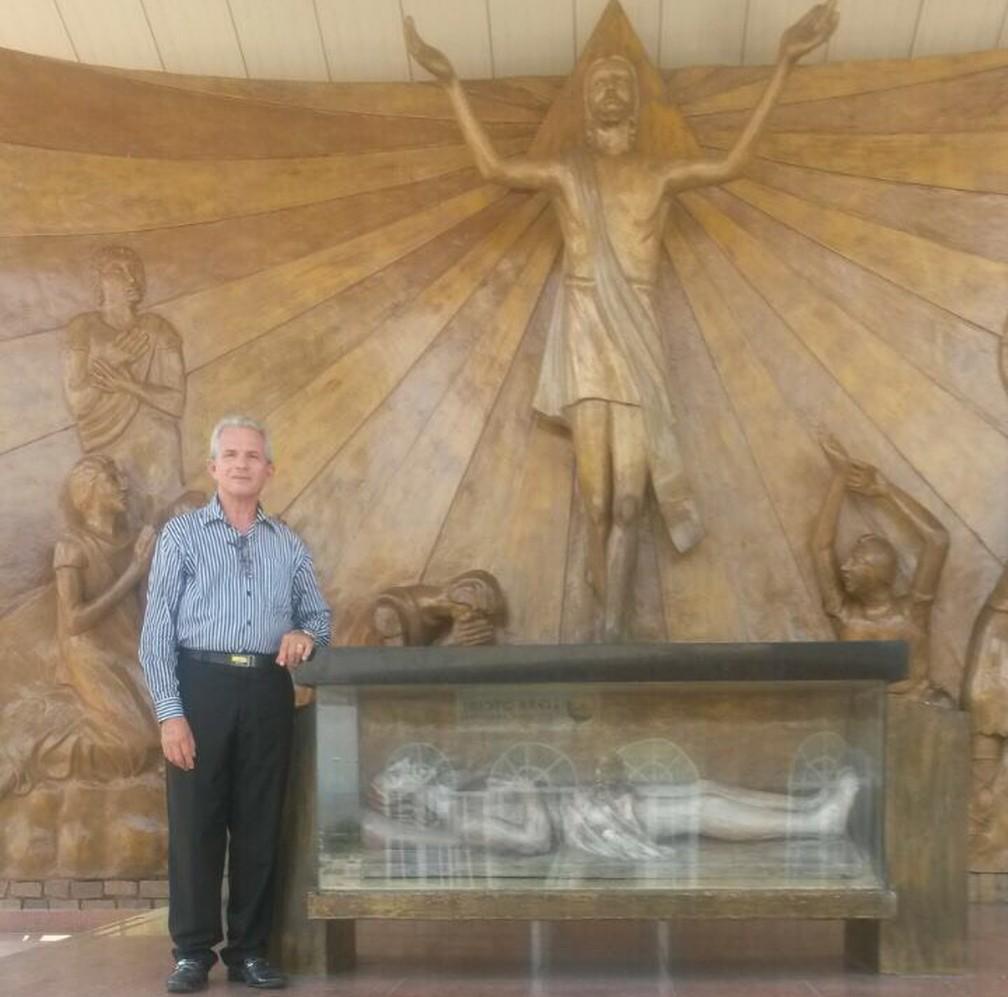 Padre Raimundo mantém a tradição da diocese de visitar Aparecida anualmente (Foto: Arquivo pessoal/Raimundo Pereira de Almeida)