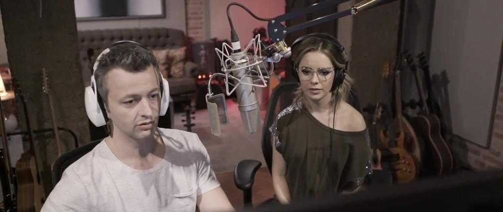 Sandy e seu marido Lucas Lima durante gravações de 'Nós Voz Eles', projeto da cantora — Foto: Divulgação