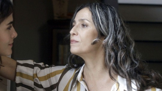 Laura questiona Rimena sobre seus sentimentos por Gustavo