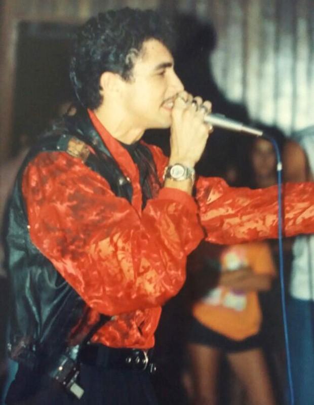 Latino se tornou conhecido com o sucesso Baby Me Leva (Foto: Arquivo pessoal)