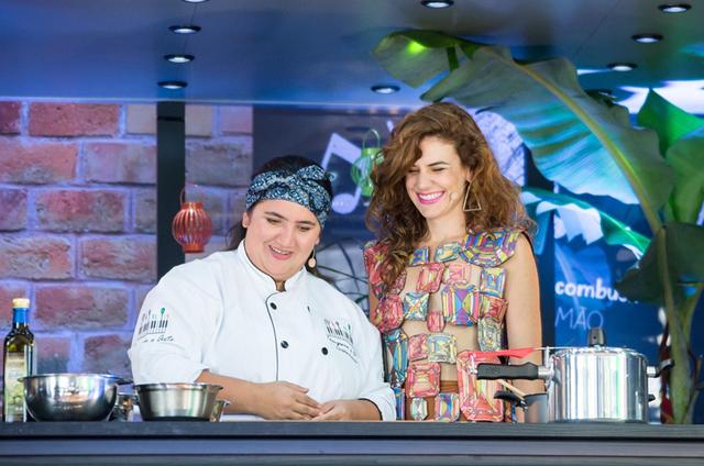 A chef Urideia Andrade e a cantora Mariana Aydar  (Foto: Adilson Silva)