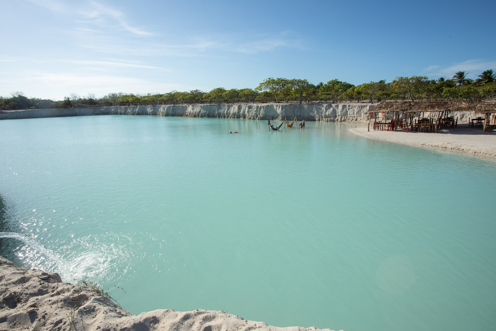 No Buraco Azul, cor da água chama atenção — Foto: Celso Tavares/G1