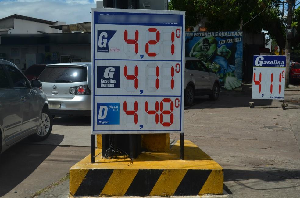 -  Preço da gasolina sobre e ultrapassa R$ 4 em postos de Macapá  Foto: Jorge Abreu/G1