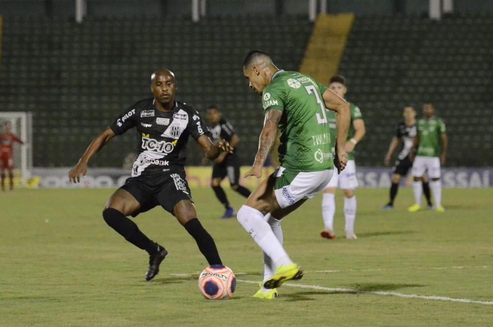 Jeferson sofreu com Thallyson no segundo tempo  — Foto: Álvaro Jr/ PontePress