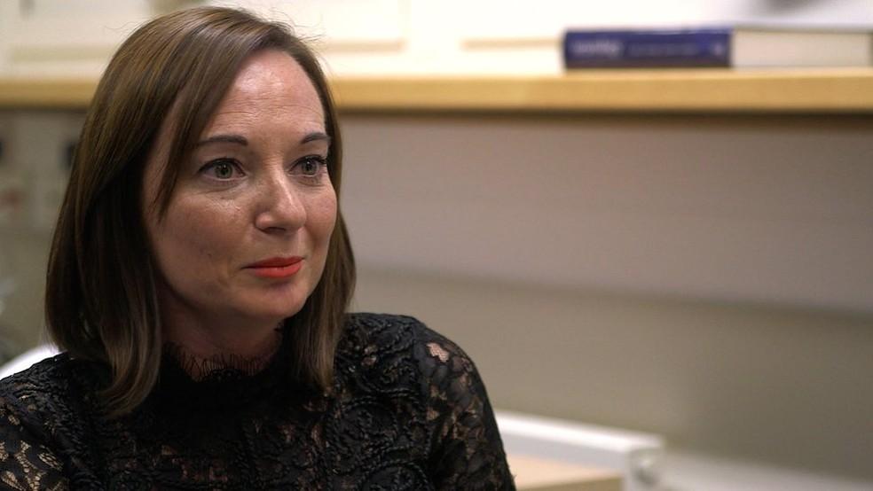 Sarah Ashley, também paciente, melhorou depois de sessões de terapia (Foto: BBC)