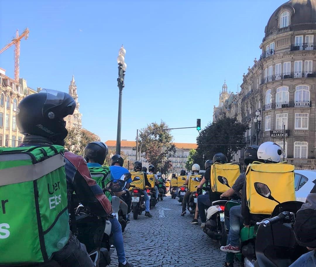 Motoboys brasileiros no Porto em dia de protesto