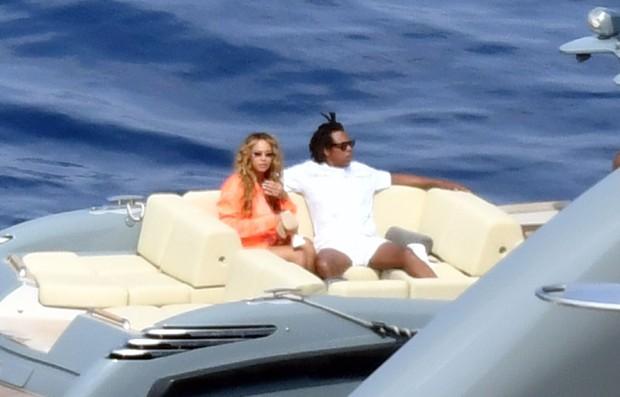 Beyoncé e Jay-Z no iate de Jeff Bezos (Foto: The Grosby Group)