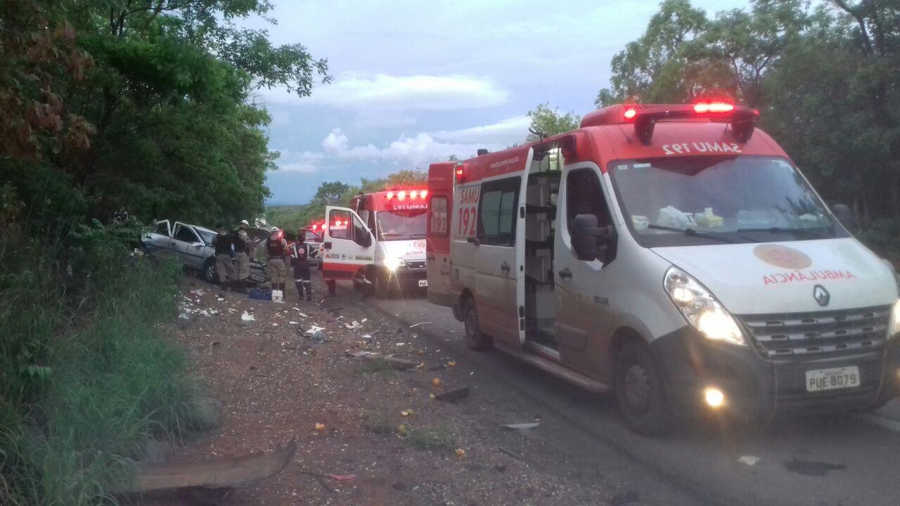 Criança de 6 anos e uma mulher morrem em acidente na BR-135