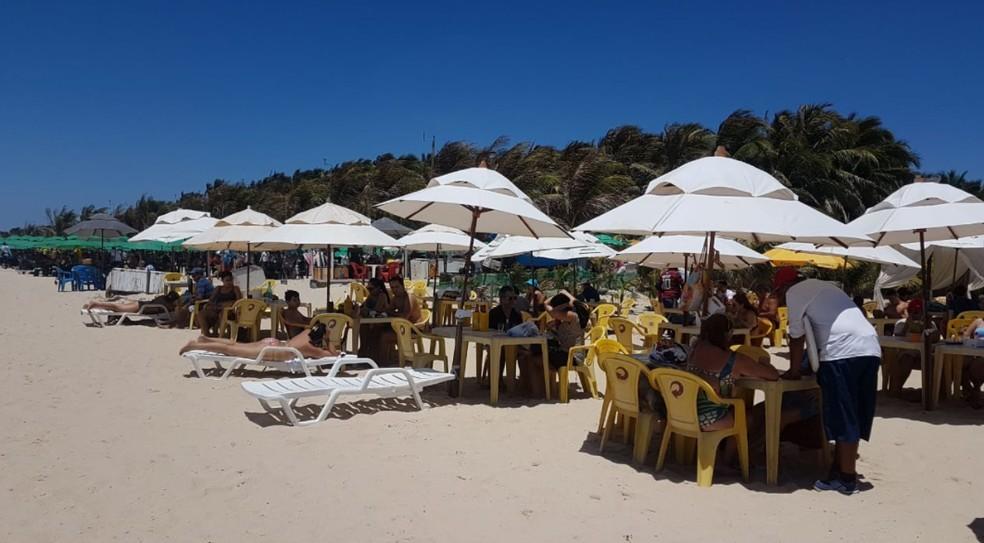 Barracas na Praia do Futuro em Fortaleza.  — Foto: Aline Oliveira/Sistema Verdes Mares