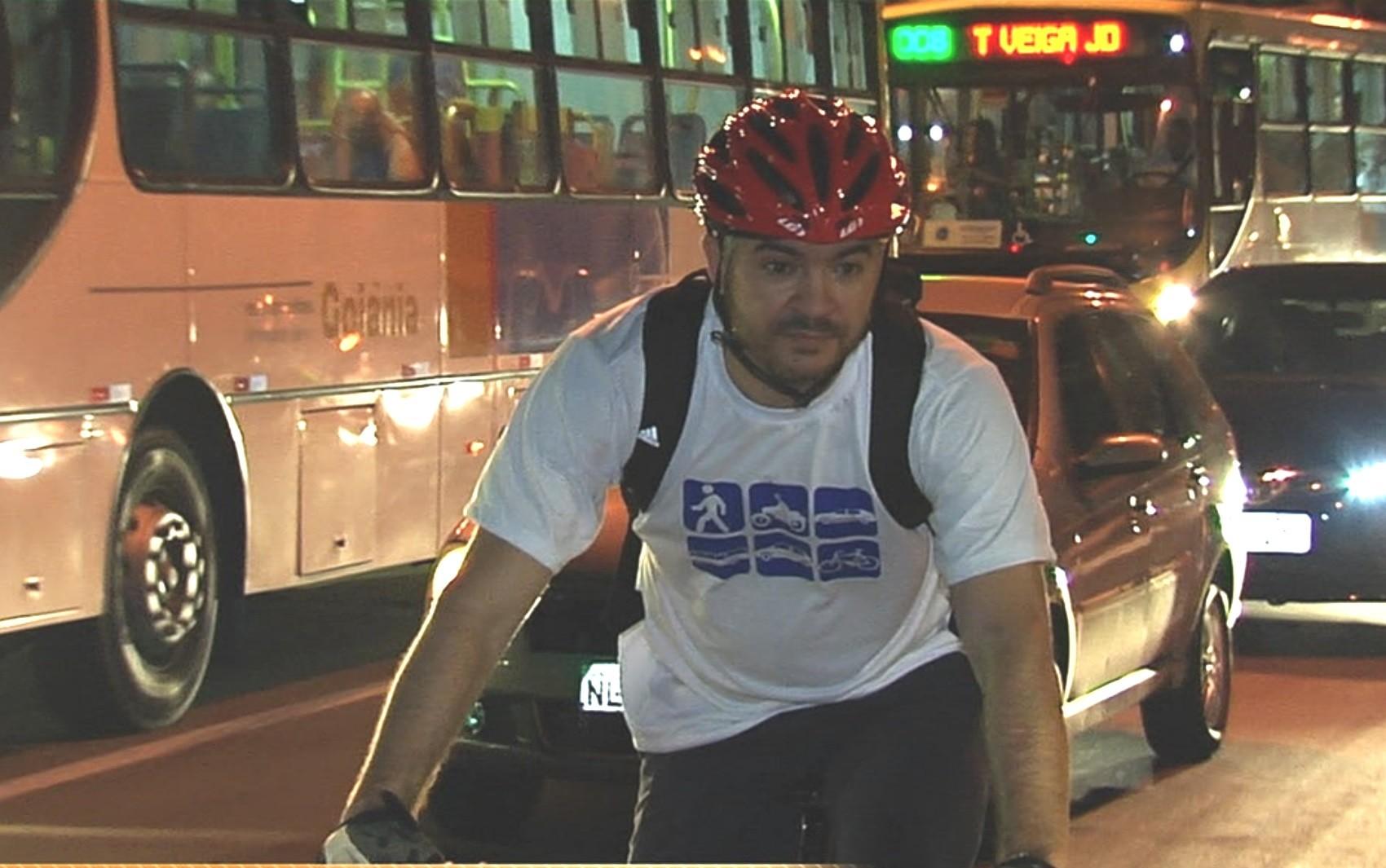 Bicicleta é a mais rápida em desafio no trânsito de Goiânia contra carro, ônibus e outros meios