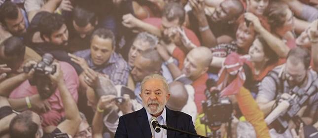 Lula se solidarizou com as famílias em luto e convocou todos a usar máscaras e a se vacinar. O discurso obrigou