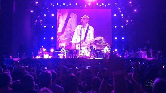 The Who se despede do Brasil com show cheio de energia e emociona fãs em Porto Alegre