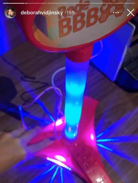 O microfone que Juliette ganhou na 'Rede BBB' (Foto: Reprodução)