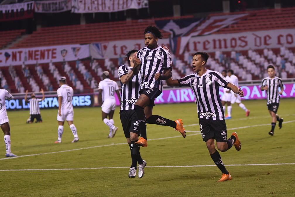 Marinho, do Santos, comemora gol contra a LDU — Foto: Staff images /CONMEBOL