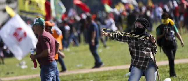 Centrais sindicais realizam manifestação em Brasília (Foto: Camargo / Agência Brasil)