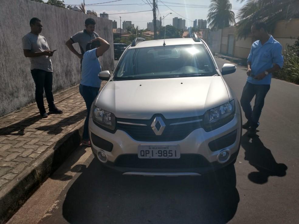 Motorista foi morto dentro do carro no bairro Calhau, em São Luís — Foto: Divulgação/Polícia Civil