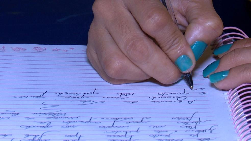 Apenada escreve poesia em presídiod e Vilhena (Foto: Ricardo Araújo/Rede Amazônica)