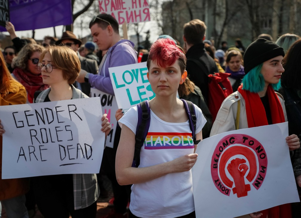 Ativistas participam de uma manifestação pela igualdade de gênero e contra a violência contra as mulheres no Dia Internacional da Mulher em Kiev, na Ucrânia — Foto: Gleb Garanich/Reuters