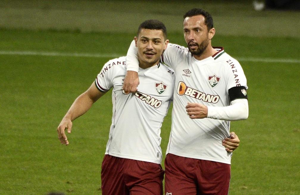 André e Nenê comemoram gol do Fluminense sobre o Flamengo — Foto: Marcos Ribolli
