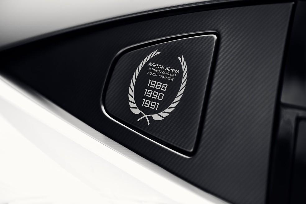 Esportivo tem uma insígnia comemorativa no carro em referência aos três títulos conquistados pelo brasileiro com a equipe britânica: 1988, 1990 e 1991.  — Foto: Divulgação