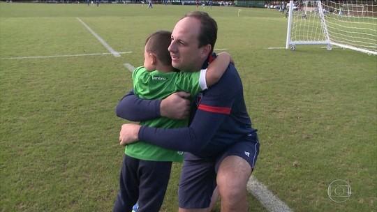 Filho do goleiro Danilo com Ceni e solidariedade de Michael com Sidão viralizam nas redes
