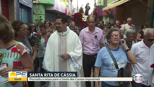 Fieis celebram dia de Santa Rita de Cássia com procissão e missas no Recife