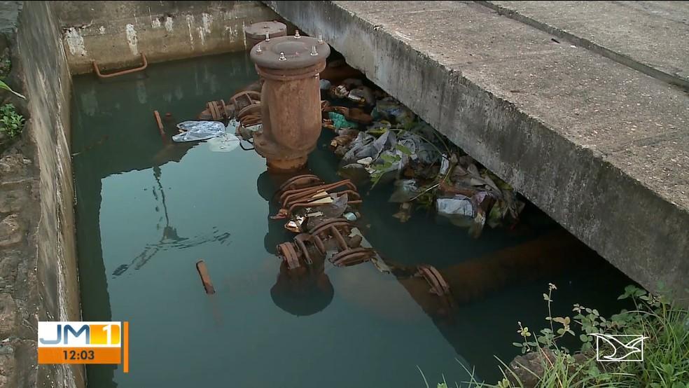 Galerias com água paradas incomoda moradores que vivem próximo a Avenida dos Africanos em São Luís (MA) — Foto: Reprodução/TV Mirante