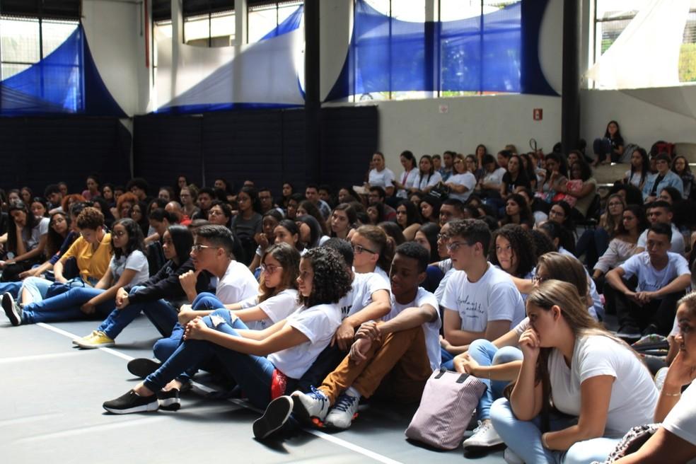 Aula presencial no cursinho popular da FGV-SP. — Foto: Divulgação